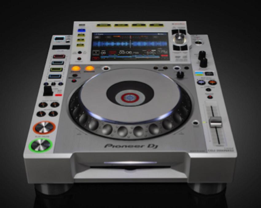 Pioneer DJ presenta el nuevo CDJ-2000NXS2-W y la mesa de mezclas DJ DJM-900NXS2-W