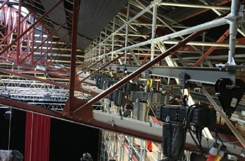 La gama de maquinaria escenográfica STAGEMAKER de VERLINDE seleccionada para la estructura escénica del Théâtre La Licorne