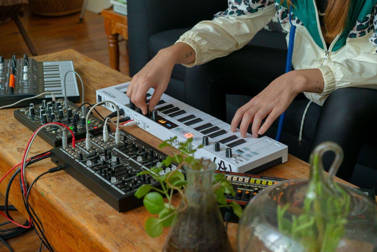 Teclado controlador MIDI KeyStep 37 de Arturia