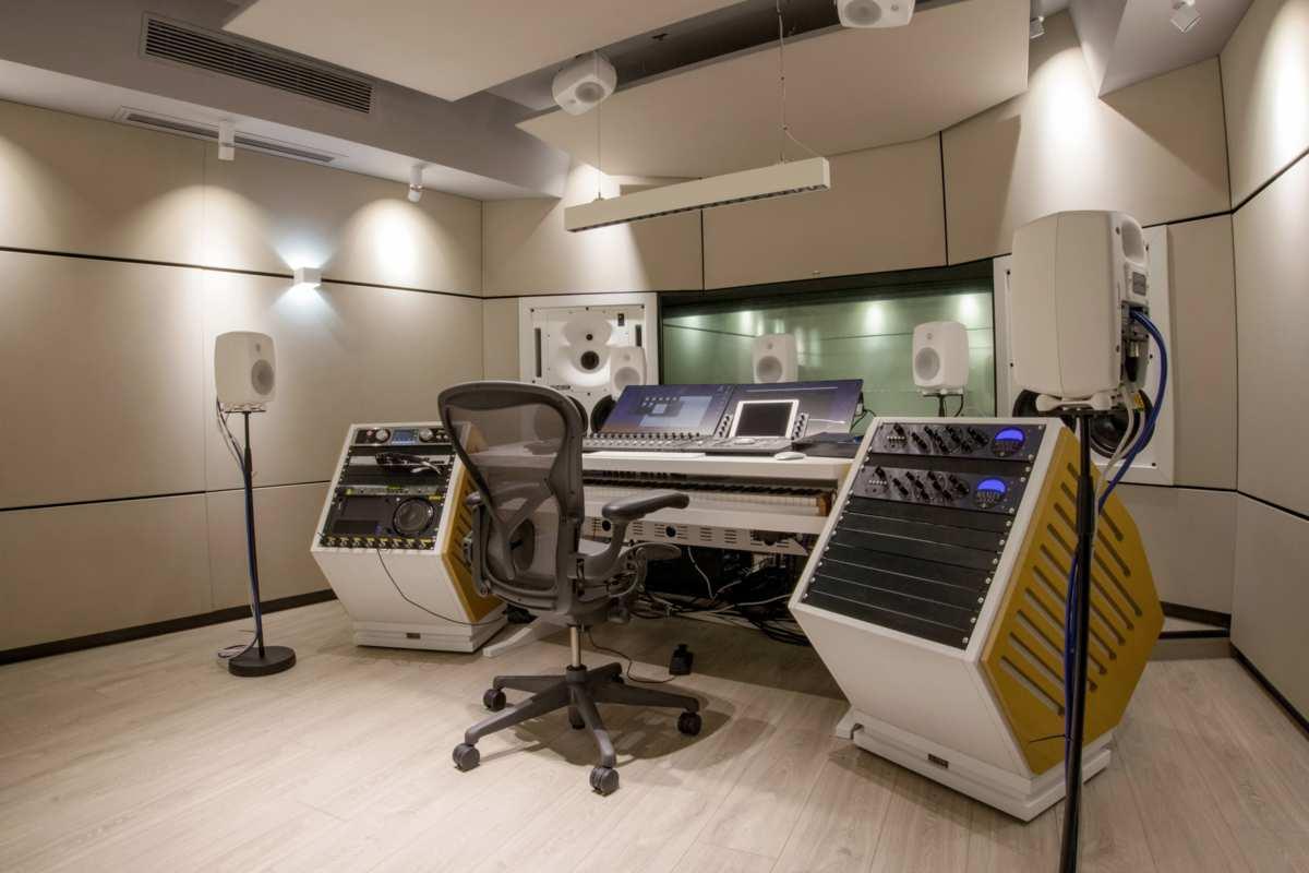 Instalación de monitores y subwoofers inteligentes de estudio Genelec SAM 1 1