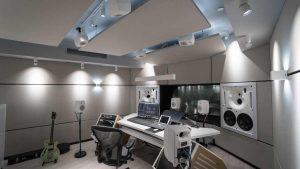 Instalación de monitores y subwoofers inteligentes de estudio Genelec SAM
