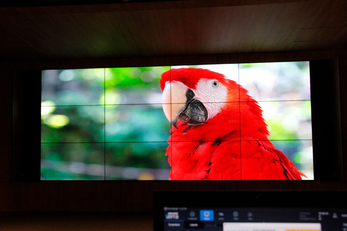 tecnologías LCD y SDVoE de Christie