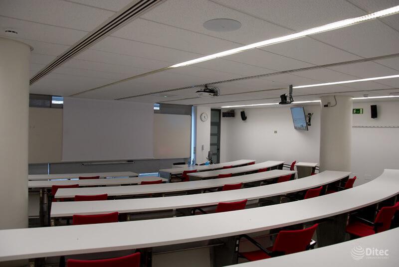 instalación de las soluciones para conferencias de Shure