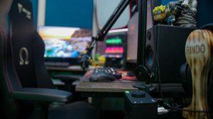 preamplificador de micrófono de 8 canales de Audient ASP880 y la interfaz de audio EVO 4