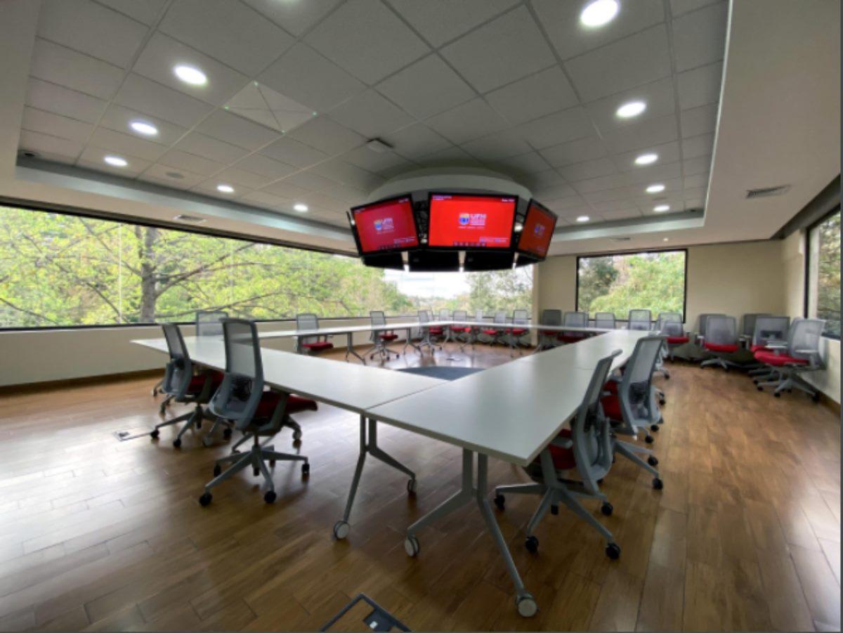 instalación del sistema de conferenciaTeamConnect Ceiling 2deSennheiser