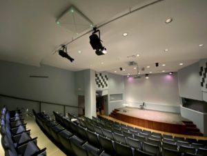 Instalación del sistema de conferencia TeamConnect Ceiling 2 de Sennheiser