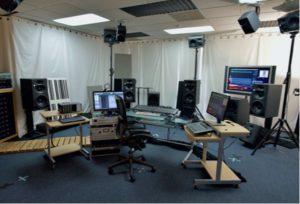 sistema de monitorización de altavoces Neumann KH para música inmersiva Dolby Atmos