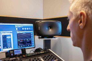 monitores de tres vías coaxiales Genelec 8361A