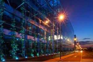 Iluminación arquitectónica con 170 focos  PAR LED ZENIT® P130 LSD de Cameo