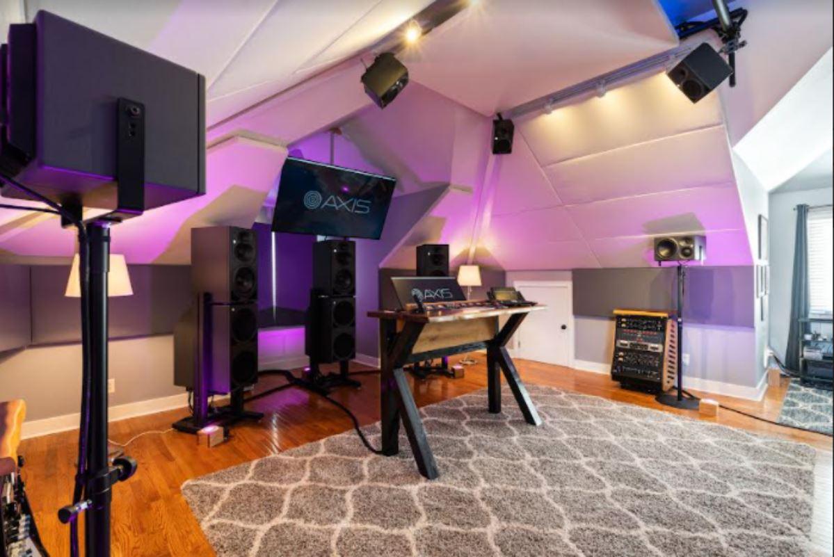 audio inmersivo con monitores Neumann en el estudio de mezcla y masterización de música