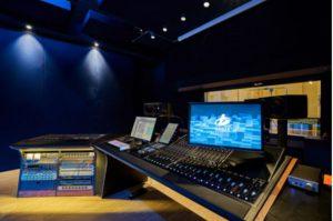 instalación de los monitores Neumann y Dolby Atmos para un audio inmersivo